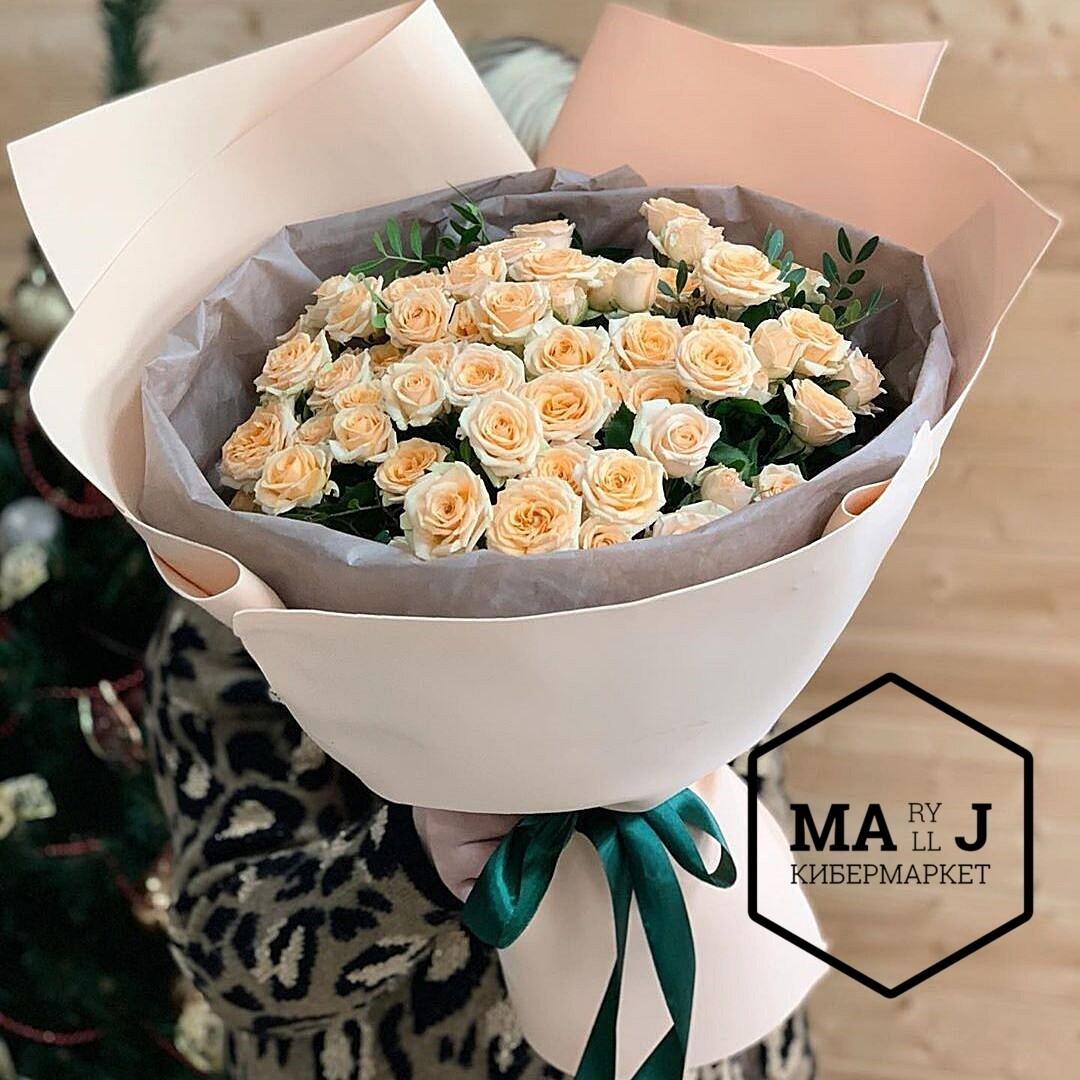 15 кустовых роз в бокале