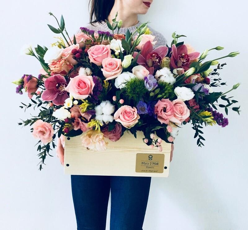 Цветы в деревянном ящике №29