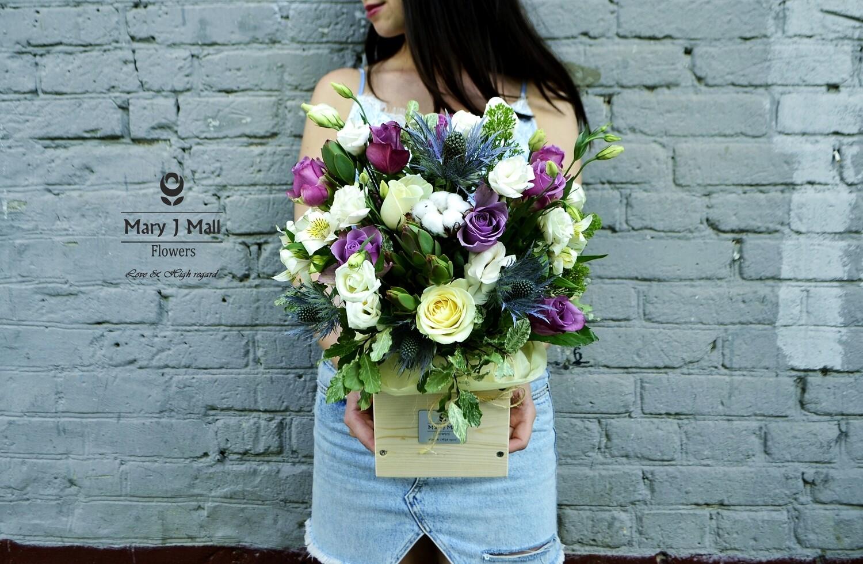 Цветы в деревянном ящике №92