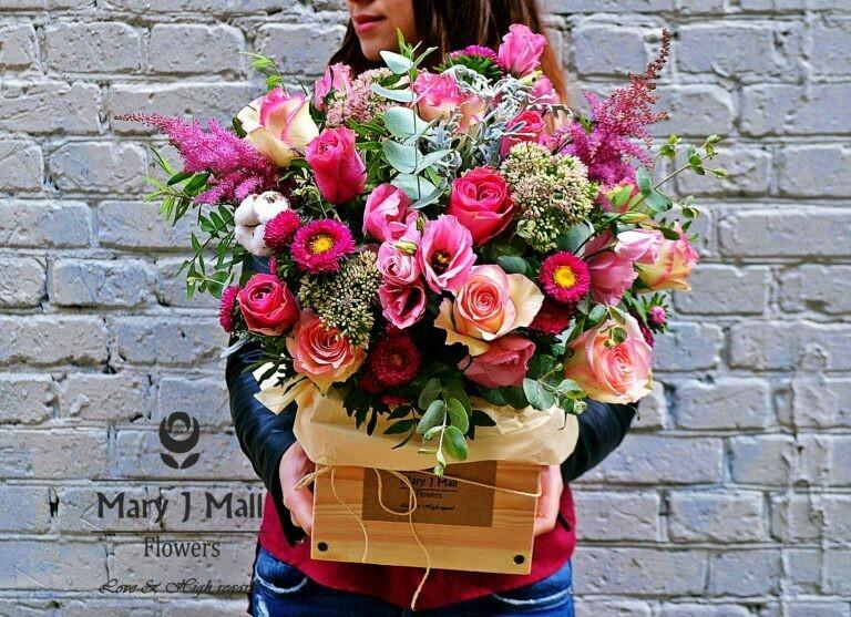Цветы в деревянном ящике №76