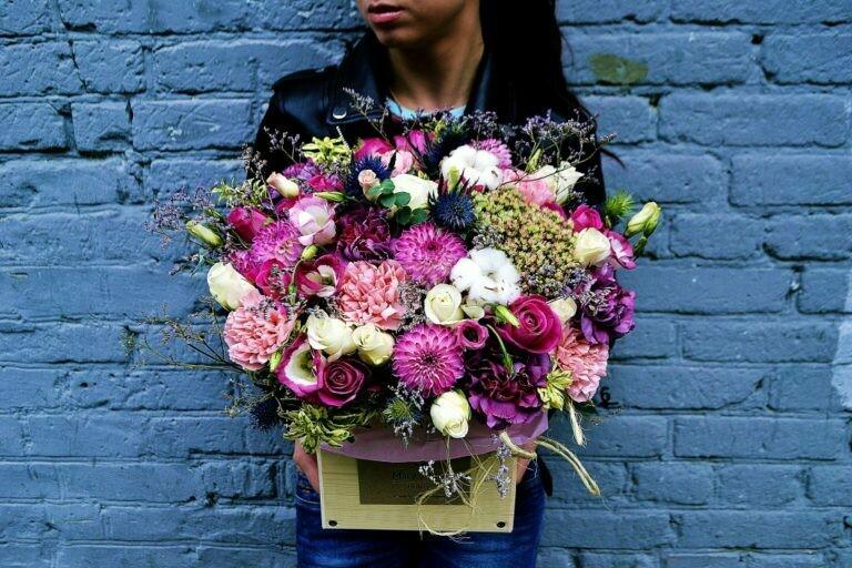 Цветы в деревянном ящике №82