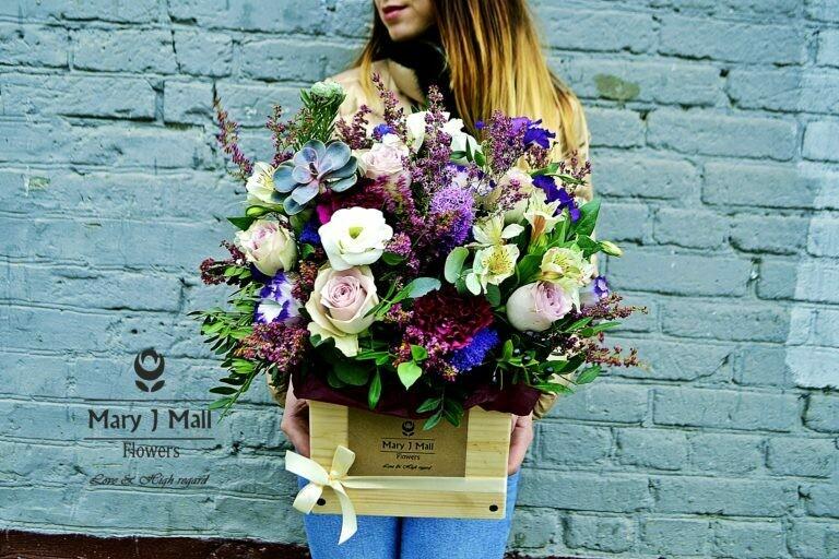 Цветы в деревянном ящике №84
