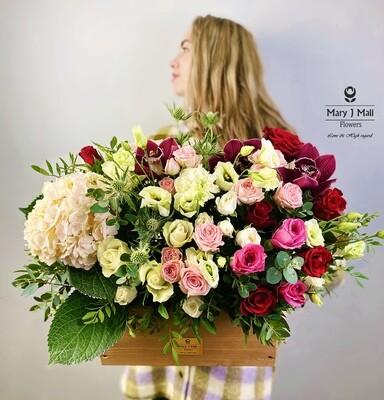 Цветы в деревянном ящике №13