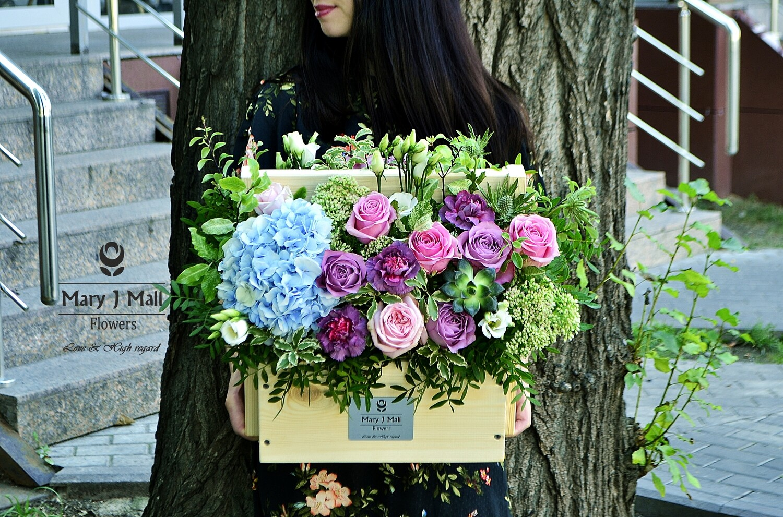 Цветы в деревянном ящике №117