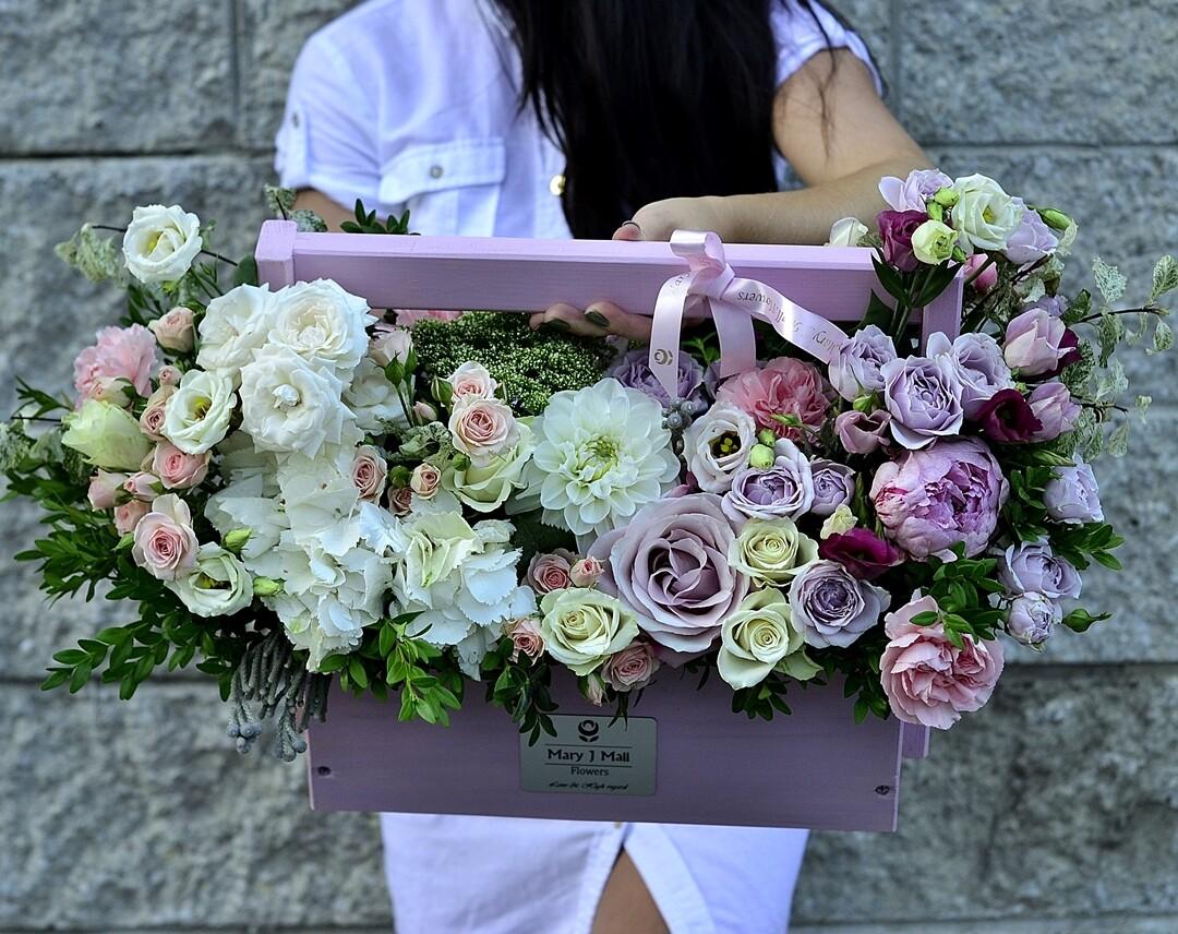 Цветы в деревянном ящике №112