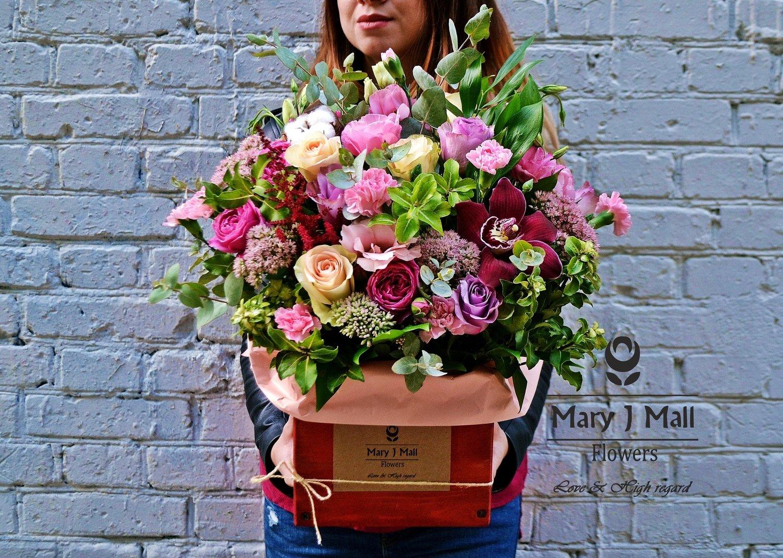 Цветы в деревянном ящике #3