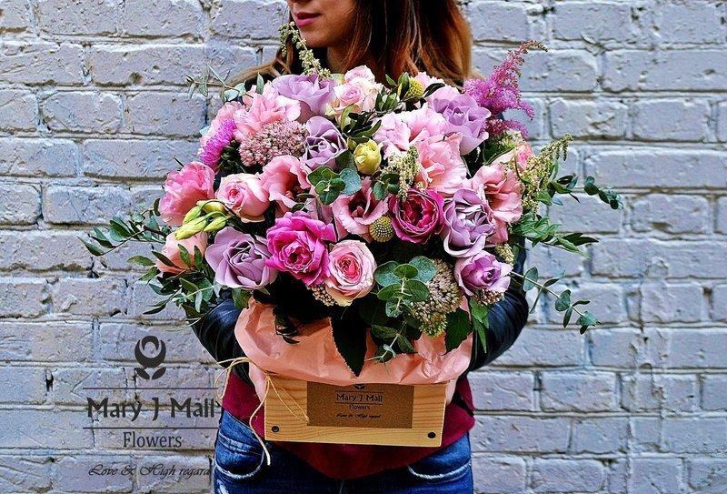 Цветы в деревянном ящике #6