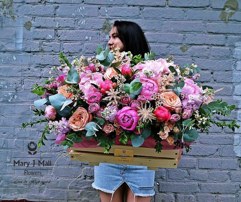 Цветы в деревянном ящике №6