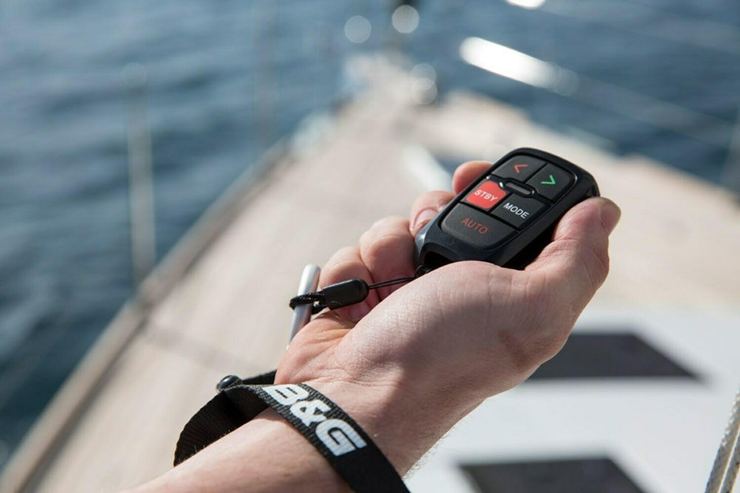 WR10 Autopilot remote and base station, Пульт дистанционного управления автопилотом с базовой станцией