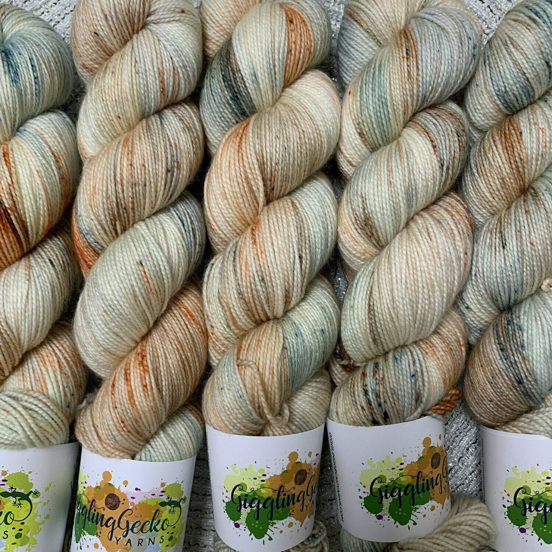 GGY GigglingGecko Socklandia Soxs Yarn Peaches'n Cream