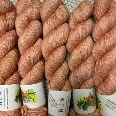 GGY GigglingGecko Socklandia Soxs Yarn Calypso Coral