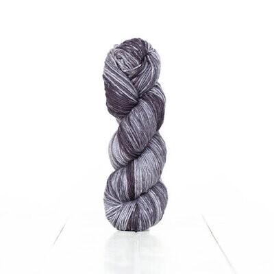 Urth yarn Monokrom Dk 6063