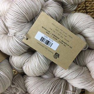 Manos Alegria Sock Yarn sand A2241