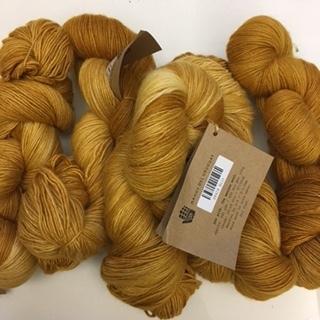 Manos Silk Blend Fino Gilt SF424
