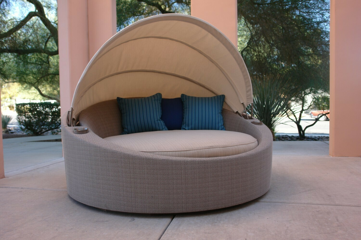 Santa Barbara Round Bed With Canopy-Sample