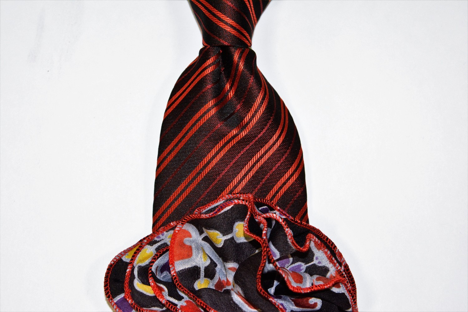 Tie + Round: Red Black Stripe w/ Chains Round