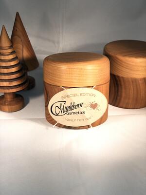 Vores bedste creme 422 leveret i designkrukke af bornholmsk kirsebærtræ- begrænset antal!!