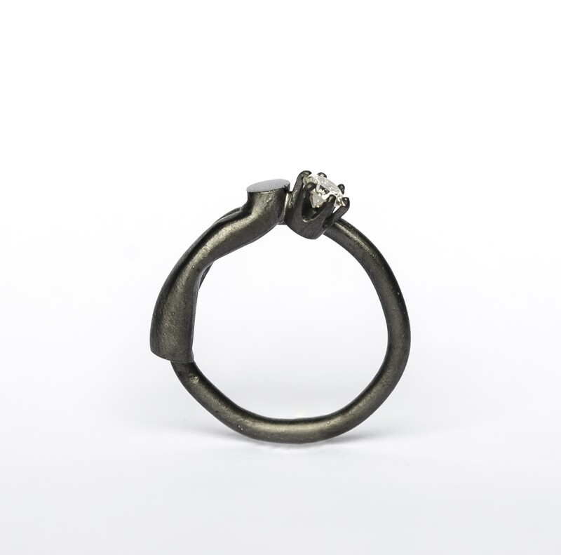 Offshoot solitaire ring