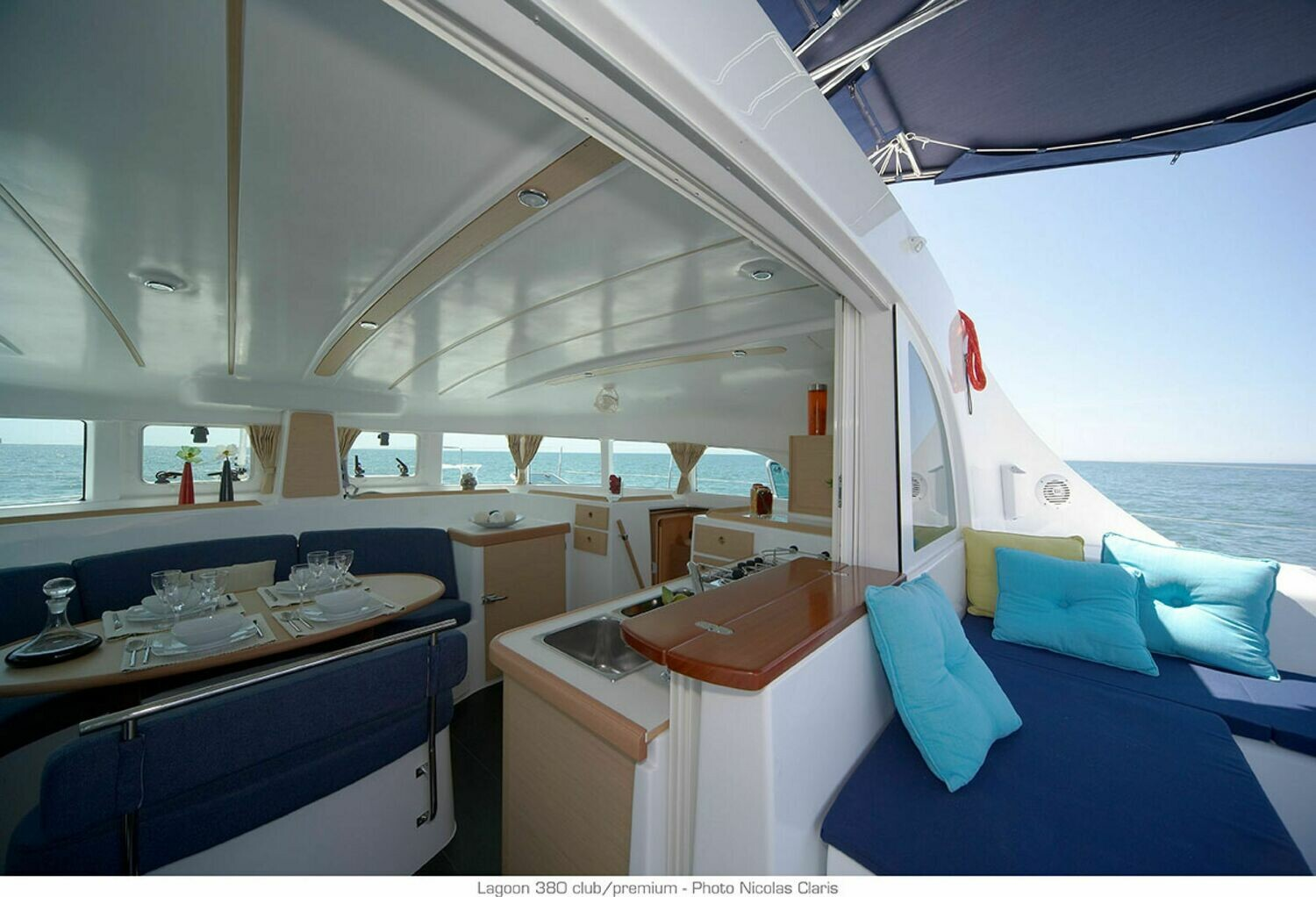 Shared Cabin by day Lagoon 380