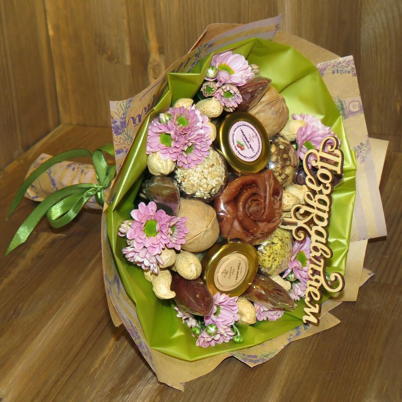 Вкусный букет, L - с живыми цветами