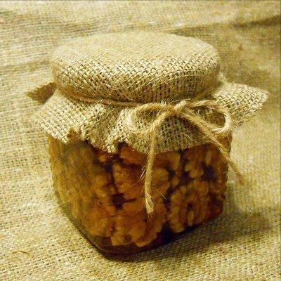 Грецкие орехи с мёдом, 250 мл.