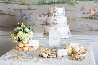Cake display {vintage}