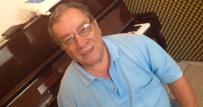 Reunião de Condomínio, com Paulinho do Cavaco (Cedro Rosa) - Uso pessoal e/ou entidades não lucrativos / Personal and/or nonprofit uses