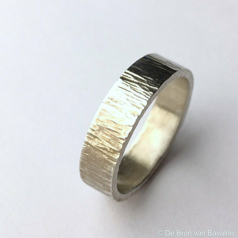 ring in massief zilver m/lichte ribbel- Sofie Vanoosthuyse (België)