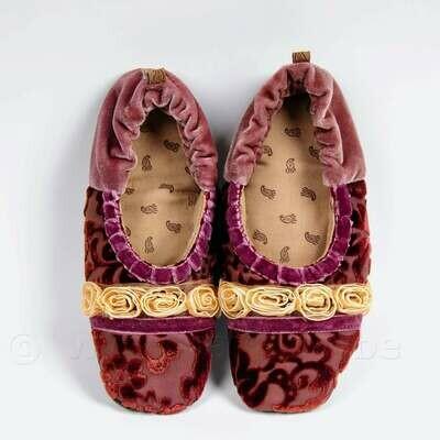 Ballerina-pantoffeltjes met ecru roosjes - roze zijde