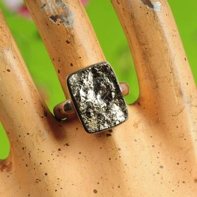Ring in massief zilver m/pyriet mineraal - Maat 59,5