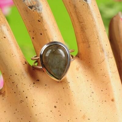 Ring in massief zilver m/cabochon van labradoriet - Maat 58