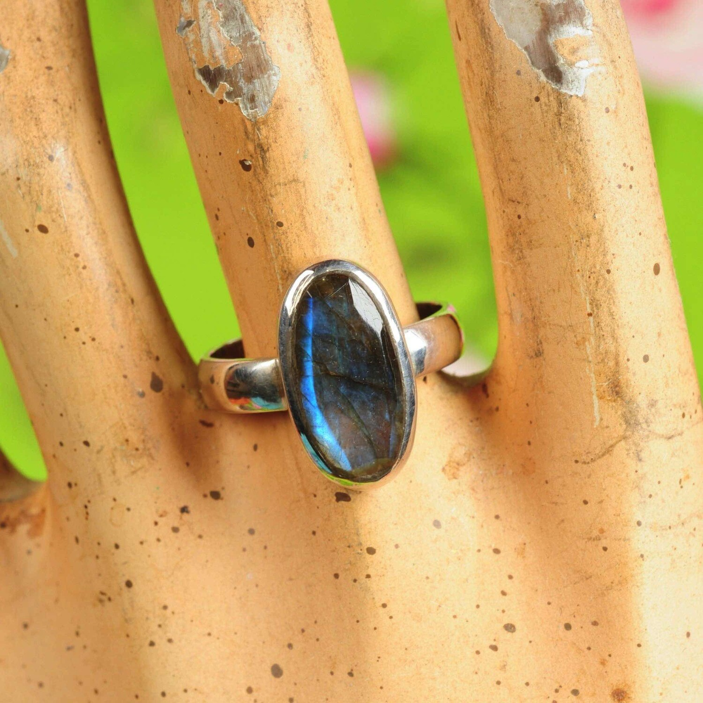 Ring in massief zilver m/labradoriet - Maat 59