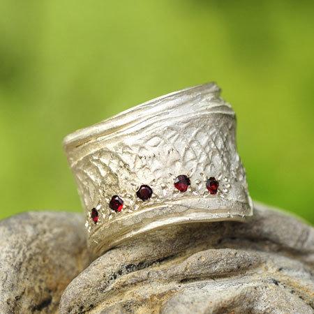 Ring in massief zilver met 5 briljantjes granaat - Ralf De Burchgrave (België) - Maat58
