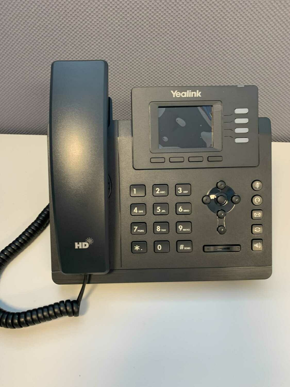 USED Yealink SIP-T33G Entry-level IP Phone with 4 Lines & Color LCD