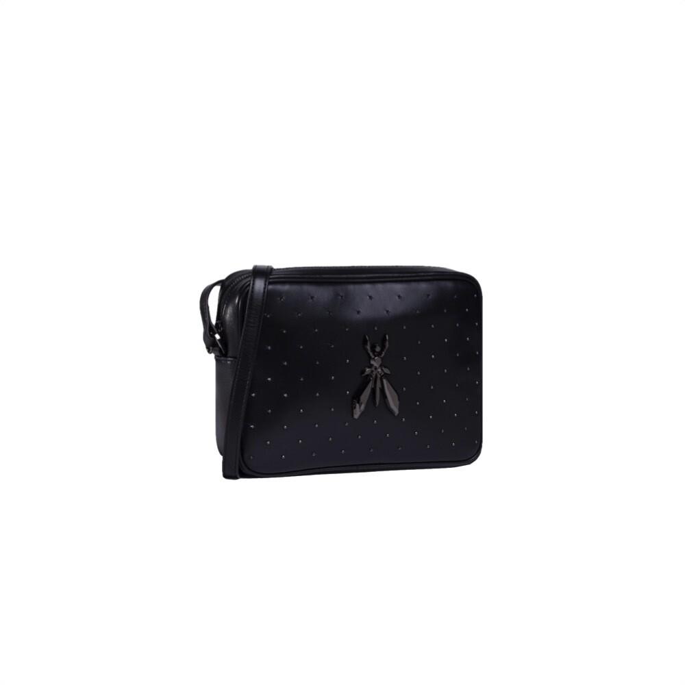 PATRIZIA PEPE - Camera Bag in pelle con borchiette e maxi logo Fly - Nero