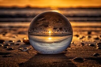 Glazen bol in het zand Zandvoort - print op paneel