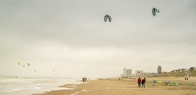 Kites op het strand - print op paneel