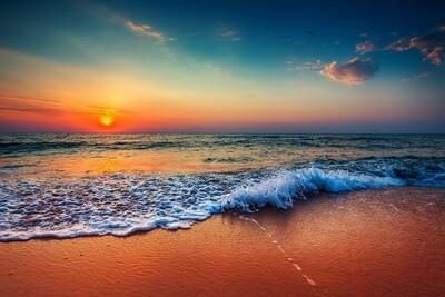 Zonsondergang aan de waterkant - print op canvas