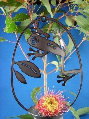 Frog birdfeeder Metal art