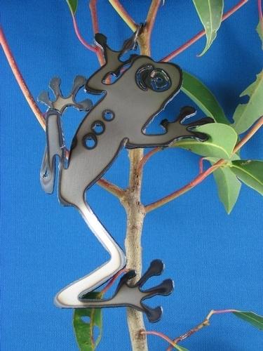 Climbing frog with hook Metal art
