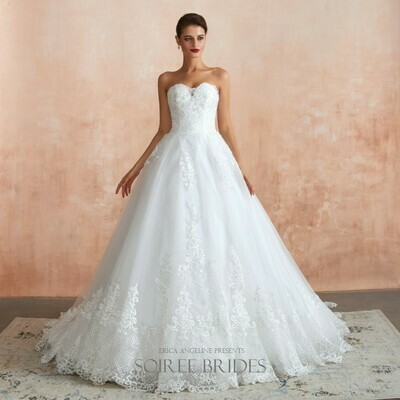SWEETHEART LACE & TULLE BALLGOWN
