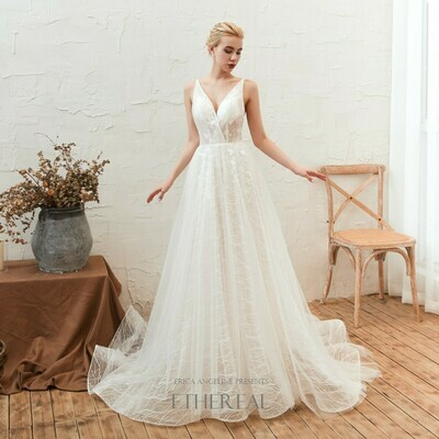 DELICATE V-NECK LACE & TULLE GOWN WITH TRAIN