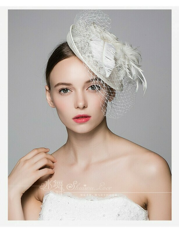 PETITE HAT WITH FEATHERS AND VEIL