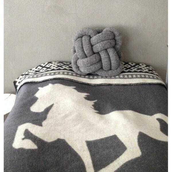 Hugrún Wool Blanket/Throw - Grey