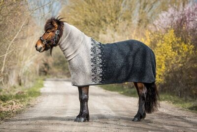 Kidka Icelandic Wool Turtleneck Cooler