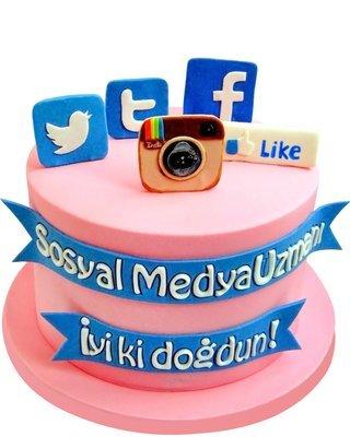 Sosyal Medya Figur Torte