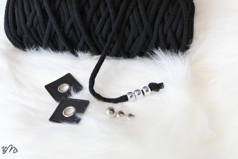 DIY KIT  1,5 m Kordel schwarz (5 mm) ,  2 Ösenpatches, 6 Großlochperlen
