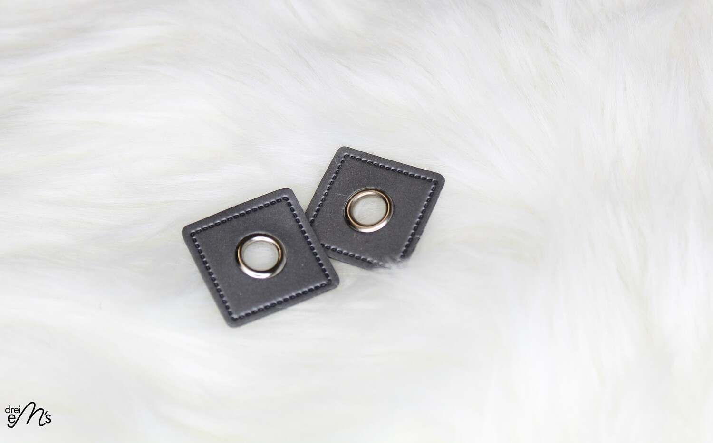 2 Stk Ösen Nickel auf Kunstleder silbergrau