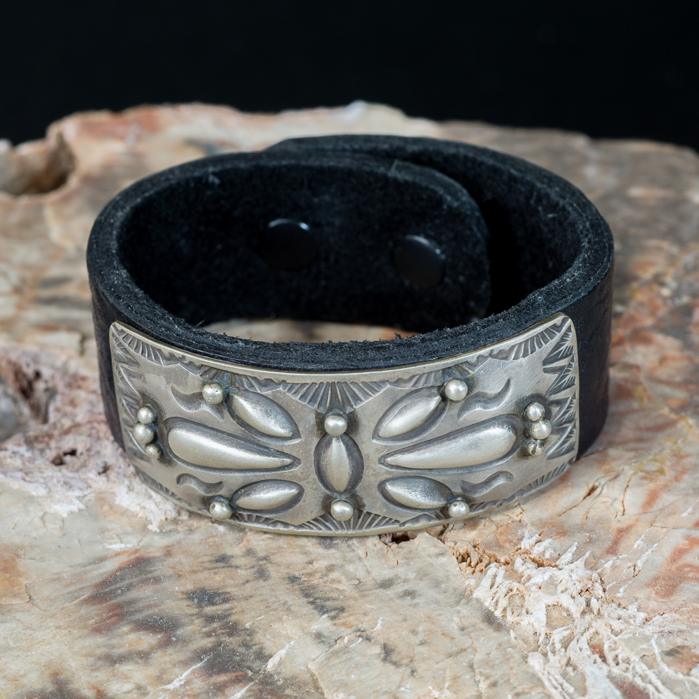 Leather Bracelet with Stamped Sterling Silver JE200191