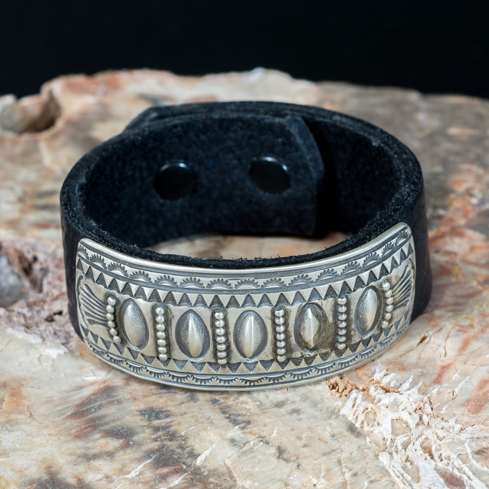 ​Leather Bracelet with Stamped Sterling Silver JE200192